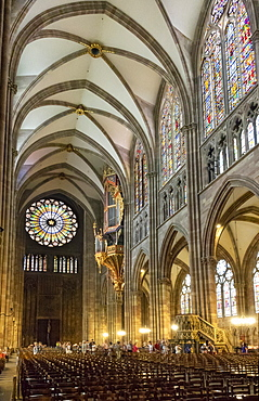Nave looking West, Strasbourg Cathedral, UNESCO World Heritage Site, Strasbourg, Alsace, France, Europe