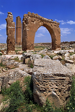 Tower and arch of the Temple of Sin, the God of the Moon, at the archaeological site of Harran, Anatolia, Turkey, Asia Minor, Eurasia