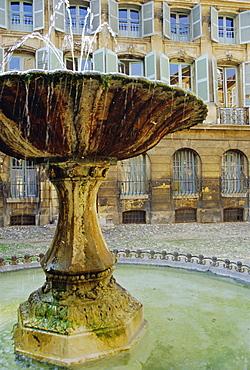 Fountain, Place d'Albertas, Aix en Provence, Provence, France, Europe
