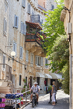 Old stone houses in backstreet, Bol, Brac Island, Dalmatian Coast, Croatia, Europe