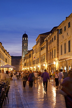 Placa, Stadun, lit up at dusk with cafes and people walking, Dubrovnik, Croatia, Europe