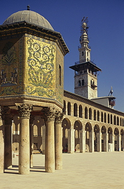 The Hazneh (Treasury), courtyard and minaret, Omayad Mosque, Damascus, UNESCO World Heritage Site, Syria, Middle East