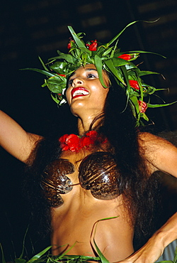 Portrait of a woman dancing in traditional costume, Aitutaki, Rarotonga, Cook Islands, Polynesia, South Pacific Islands, Pacific