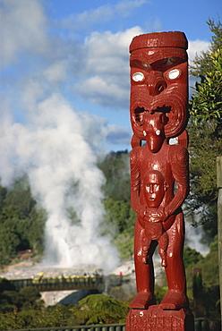 Traditional Maori carving and Pohutu geyser, Whakarewarewa, Rotorua, North Island, New Zealand, Pacific