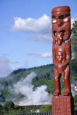 Traditional Maori wooden carving, Whakarewarewa geothermal springs, Rotorua, South Auckland, North Island, New Zealand, Pacific