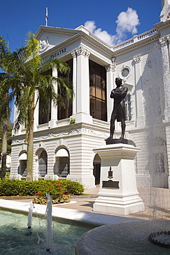 Victoria Theatre built in 1862, Concert Hall national monument, with bronze statue of Sir Stamford Raffles cast in 1887, Civic District, Singapore, Southeast Asia, Asia