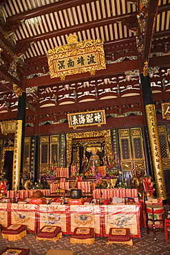 Altar in main prayer hall of Taoist temple, with Ma Po Cho sea goddess statue, Thian Hock Keng Temple of Heavenly Happiness built in 1842, dedicated to Matsu Sea Goddess, oldest Chinese temple in the city, Hokkien community, Chinatown, Outram, Singapore, Southeast Asia, Asia