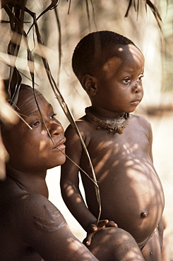 Pygmy woman and child in entrance to hut, near Lobaye River, Central African Republic, Africa