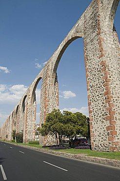 Aqueduct built in the 1720s and 1730s to bring water from nearby springs to Santiago de Queretaro (Queretaro), a UNESCO World Heritage Site, Queretaro, Queretaro State, Mexico, North America