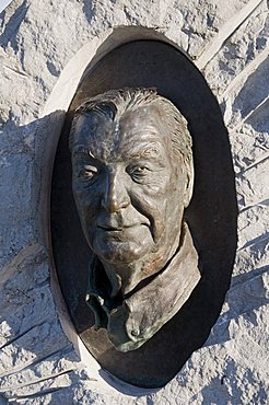 Sculptured head of Charles Haughey, Dingle, County Kerry, Munster, Republic of Ireland, Europe