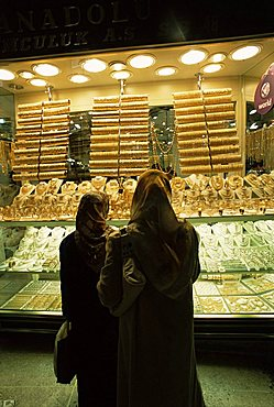 Women looking at gold in the Grand Bazaar, Istanbul, Turkey, Europe
