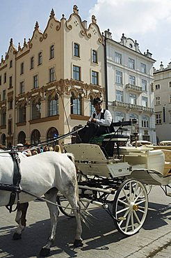 Horse and carriage in Main Market Square (Rynek Glowny), Old Town District (Stare Miasto), Krakow (Cracow), UNESCO World Heritage Site, Poland, Europe