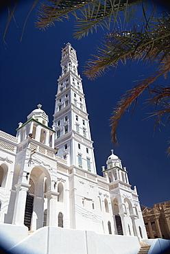 Exterior of the Al-Muhdar Mosque, Islamic architecture, Tarim, in the Wadi Hadramaut (Hadhramaut), south Yemen, Middle East