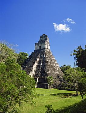 Temple II looking across Great Plaza, Tikal, UNESCO World Heritage Site, Guatemala, Central America