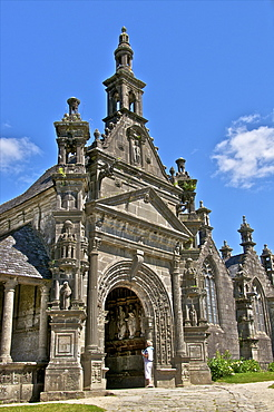 Church dating from the 16th and 17th centuries, Guimiliau enclosure, Finistere, Brittany, Europe