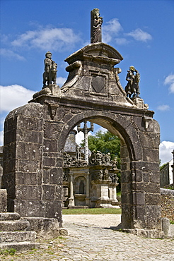 Triumphal Arch dating from between 1581 and 1588, Guimiliau parish enclosure, Finistere, Brittany, France, Europe