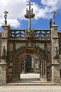 Monumental Gate, flamboyant 16th century style showing Christ on the cross flanked by the two thieves, La Martyre church enclosure, La Martyre, Finistere, Brittany, France, Europe