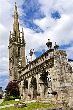 Triumphal Arch dating from 1588 and church dating from the 16th and 17th centuries, Sizun parish enclosure, Finistere, Brittany, France, Europe