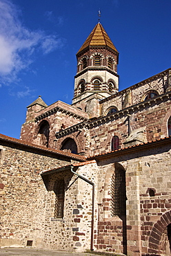 Saint Julian Basilica (St. Julien Basilica) dating from the 9th century with Romanesque architecture, Brioude, Haute Loire, France, Europe