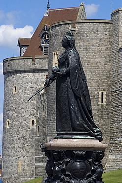 Statue of Queen Victoria, Windsor Castle, Windsor, Berkshire, England, United Kingdom, Europe