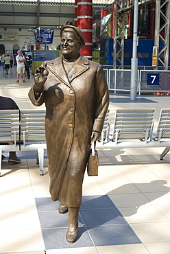 Statue by Tom Murphy of Bessie Braddock, noted Member of Parliament for Liverpool, Lime Street Station, Liverpool, Merseyside, England, United Kingdom, Europe