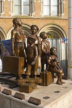 Statue to the Kinder Transport, or the European children evacutated to England who travelled through Liverpool Street train station, London, EC2, England, United Kingdom, Europe