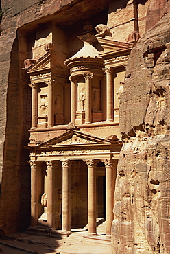 Al Khazneh, rock-cut building called the Treasury, archaeological site, Petra, UNESCO World Heritage Site, Jordan, Middle East