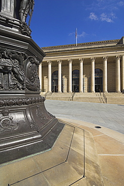 War memorial and City Hall facade, Barkers Pool, Sheffield, Yorkshire, England, United Kingdom, Europe