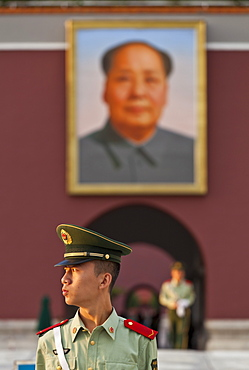 Soldier outside the Tiananmen Tower and Chairman Mao's portrait, Gate of Heavenly Peace, Beijing, China, Asia