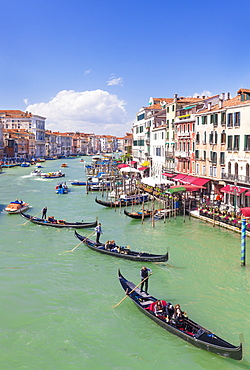 Gondolas, with tourists, on the Grand Canal, next to the Fondementa del Vin, Venice, UNESCO World Heritage Site, Veneto, Italy, Europe