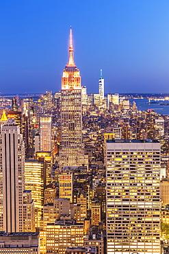 Manhattan skyline, New York skyline, Empire State Building, at night, New York, United States of America, North America