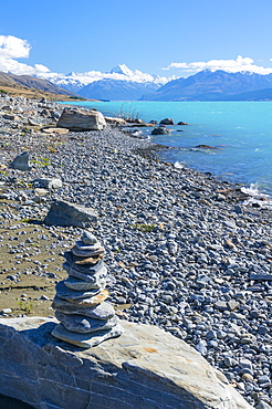 Inukshuk, pile of small stones, lake shore of glacial lake Pukaki, Mount Cook National Park, UNESCO World Heritage Site, South Island, New Zealand, Pacific