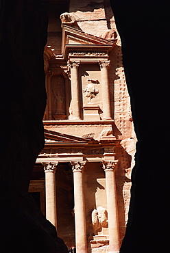 The Siq and the facade of the Treasury (El Khazneh) (Al Khazna), archaeological site, Petra, UNESCO World Heritage Site, Jordan, Middle East