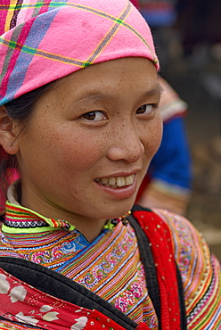 Flower Hmong woman, Sunday market at Lung Phin, Bac Ha area, Vietnam, Indochina, Southeast Asia, Asia