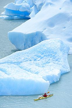 Person kayaking between icebergs, Lago Gray (Lake Gray) (Lake Grey), Torres del Paine National Park, Patagonia, Chile, South America