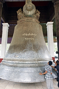 Mingun Bell weighing 90 tons, the largest ringing bell in the world today, Mingun, Sagaing Division, Republic of the Union of Myanmar (Burma), Asia