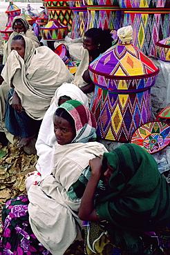 Women in basket-work market, Axoum (Axum) (Aksum), Tigre region, Ethiopia, Africa