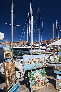 Street artists selling paintings, St. Tropez, Var, Provence, Cote d'Azur, French Riviera, France, Mediterranean, Europe