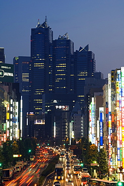 The Park Hyatt Hotel, location of the film Lost in Translation, and busy traffic at night, Shinjuku, Tokyo, Japan, Asia