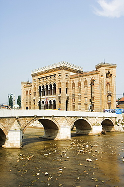 Miljacka River, Old Town Hall, The National and University Library Austro Hungarian Building, Sarajevo, Bosnia, Europe