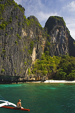 Island hopping by catamaran around coral fringe in clear waters, Bacuit Bay, El Nido Town, Palawan, Philippines, Southeast Asia, Asia