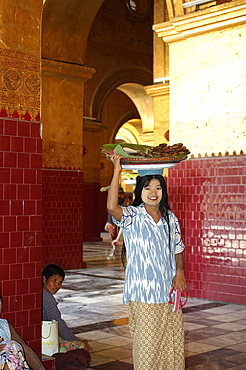 Food seller at Maha Muni (Great Sage) Pagoda (Mahamuni Paya), Mandalay, Myanmar (Burma), Asia