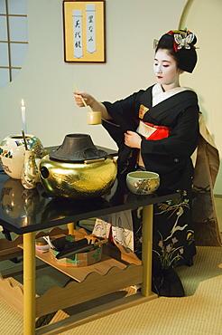 Tea ceremony by a Maiko (trainee geisha), Kyoto, Honshu Island, Japan, Asia