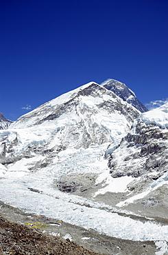 Mount Everest, 8850m, and Khumbu glacier, Solu Khumbu Everest Region, Sagarmatha National Park, UNESCO World Heritage Site, Nepal, Himalayas, Asia