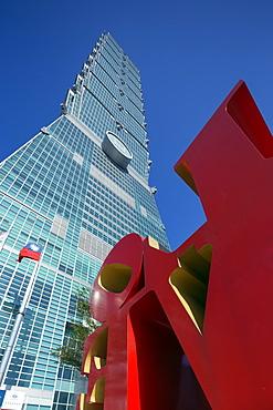 Taipei 101 building and LOVE statue by Robert Indiana, Taipei, Taiwan, Asia