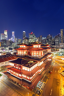 Buddha Tooth Relic temple with city backdrop, Chinatown, Singapore, Southeast Asia, Asia