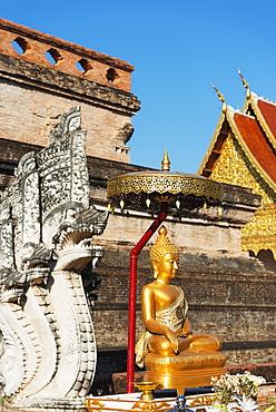 Buddha statue, Wat Chedi Luang Worawihan temple, Chiang Mai, Thailand, Southeast Asia, Asia
