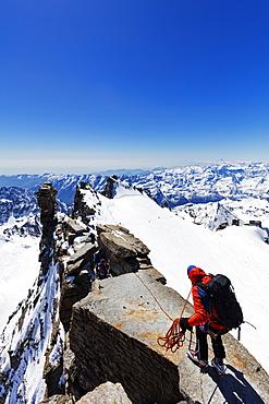 Climbers on Madonna summit 4059m, Grand Paradiso, Aosta Valley, Italian Alps, Italy, Europe