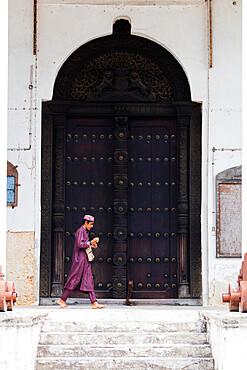 Boy walking in the old town, Stone Town, UNESCO World Heritage Site, Island of Zanzibar, Tanzania, East Africa, Africa