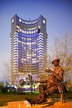University Square, statue of a man reading a newspaper in front of Intercontinental Hotel, Bucharest, Romania, Europe